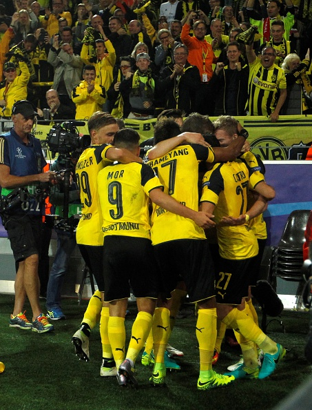 Dortmund players celebrate after the equalizer against Real. (Photo by Leon Kuegeler/Anadolu Agency/Getty Images)