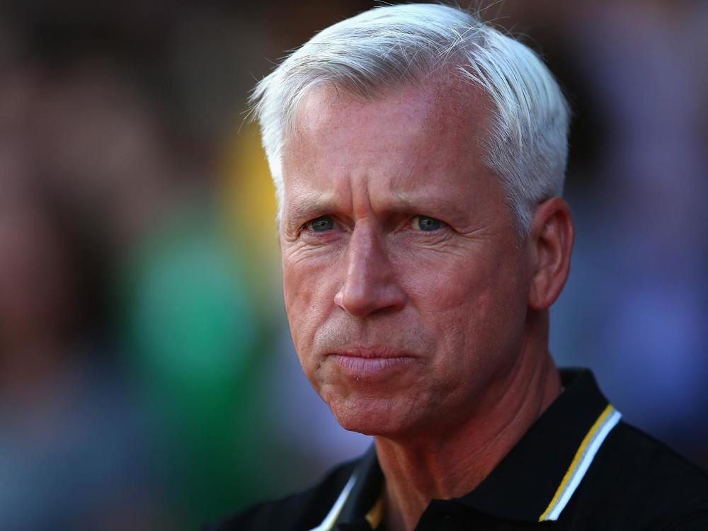 Palace manager Alan Pardew has had a rough start to the 2016 season -on and off the pitch. (Photo via Getty Images)