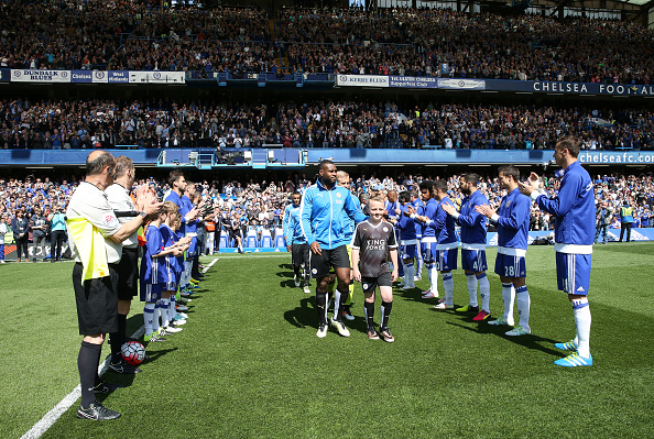 LONDON, ENGLAND - MAY 15 : Leicester City receive a guard of honour from Chelsea at Stamford Bridge ahead of the Premier League match between Chelsea and Leicester City at Stamford Bridge on May 15th, 2016 in London, United Kingdom. (Photo by Plumb Images/Leicester City FC via Getty Images)