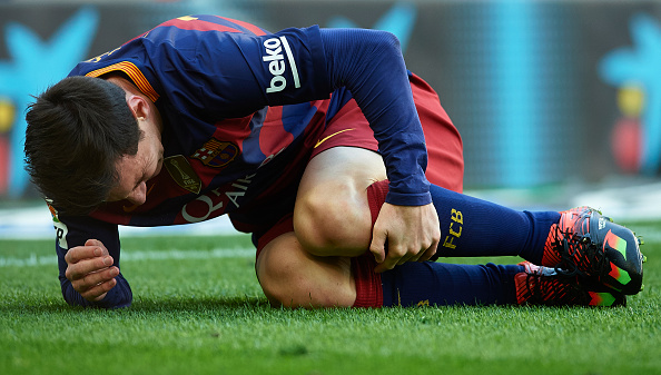 BARCELONA, SPAIN - JANUARY 30: Lionel Messi of Barcelona reacts on the pitch during the La Liga match between FC Barcelona and Atletico de Madrid at Camp Nou on January 30, 2016 in Barcelona, Spain. (Photo by Manuel Queimadelos Alonso/Getty Images)