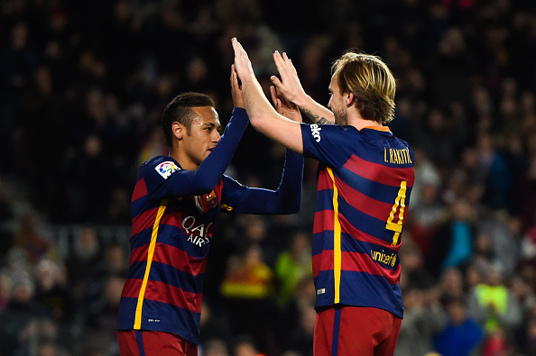 BARCELONA, SPAIN - JANUARY 17: Ivan Rakitic of FC Barcelona celebrates with his teammate after scoring his team's fourth goal during the La Liga match between FC Barcelona and Athletic Club de Bilbao at Camp Nou on January 17, 2016 in Barcelona, Spain. (Photo by David Ramos/Getty Images)